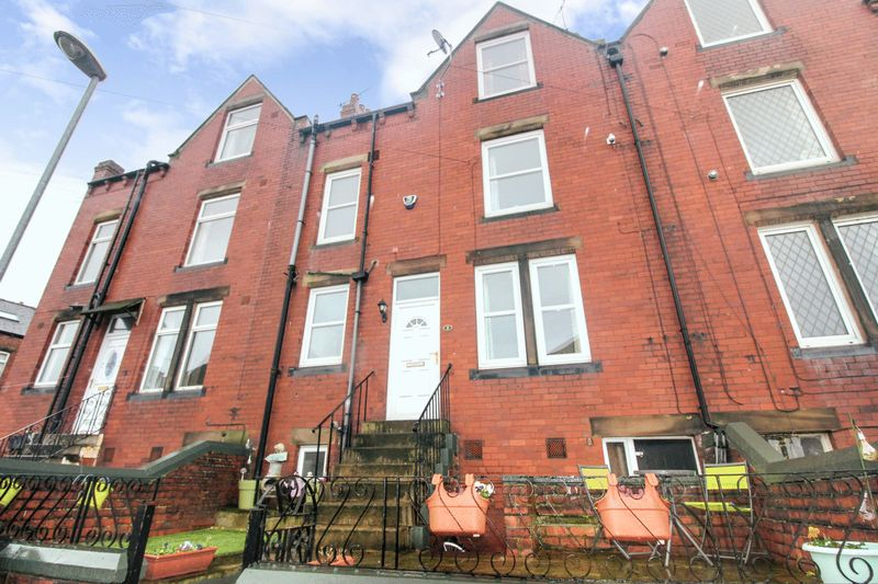3 Bedrooms Property for sale in Fountain Street, Churwell, Leeds