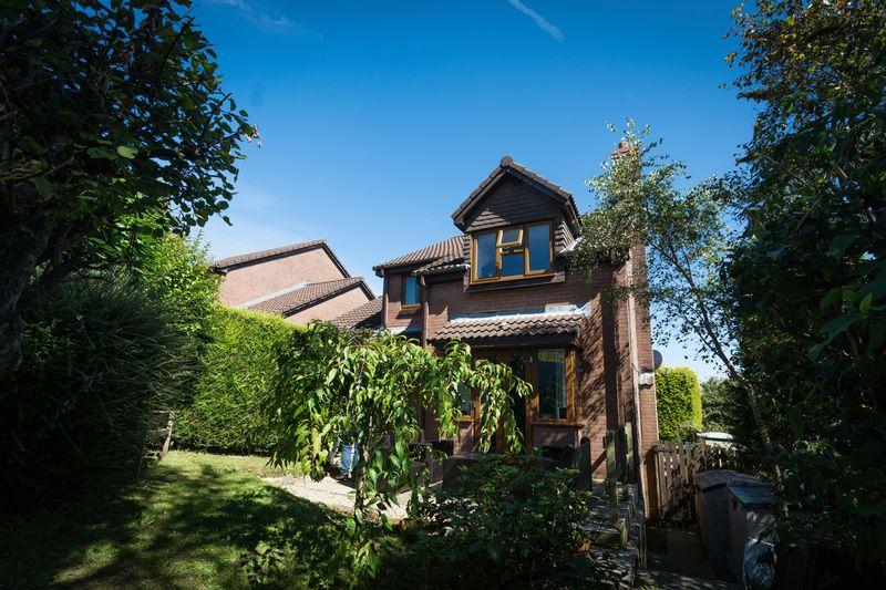 4 Bedrooms Property for sale in Juniper Close, Swansea