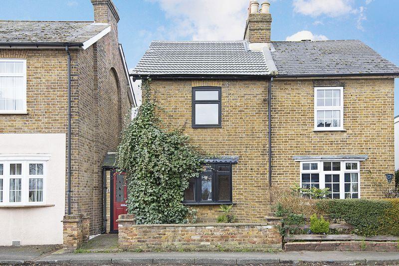 3 Bedrooms Property for sale in Watersplash Road, Shepperton