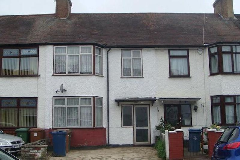 3 Bedrooms Property for sale in Byron Road, Harrow