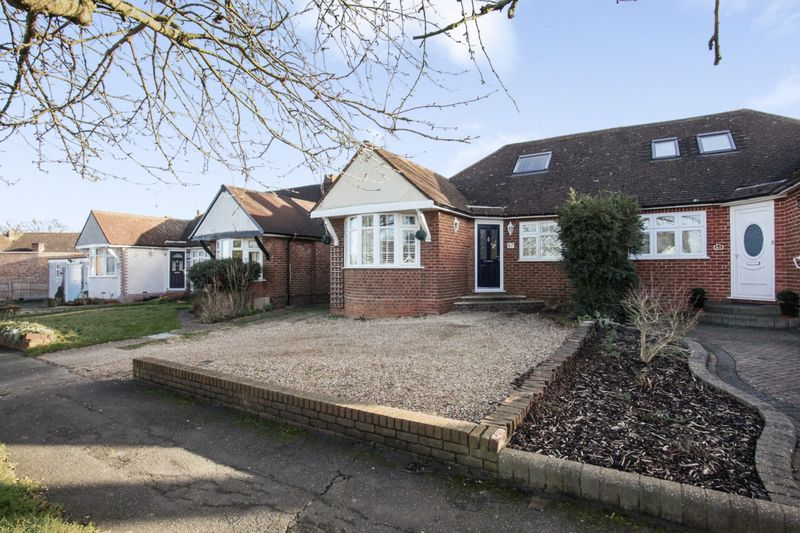 3 Bedrooms Property for sale in Oulton Crescent, Potters Bar