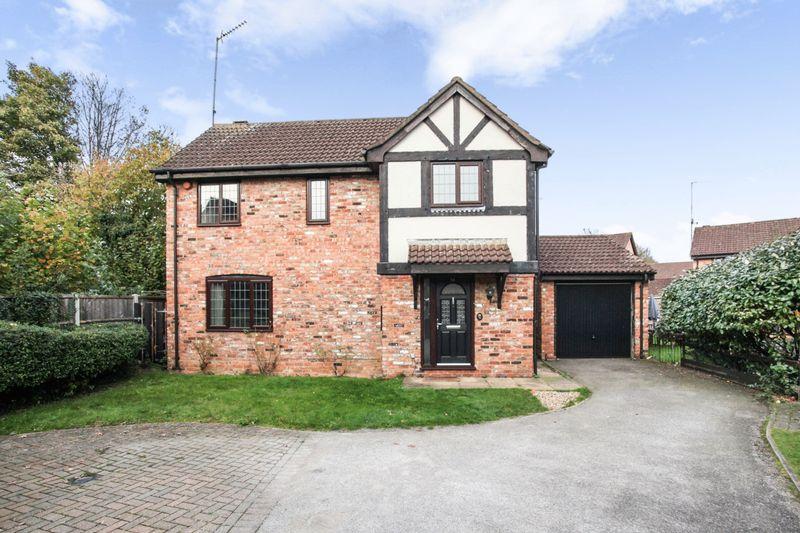 3 Bedrooms Property for sale in Hunters Oak, Hemel Hempstead