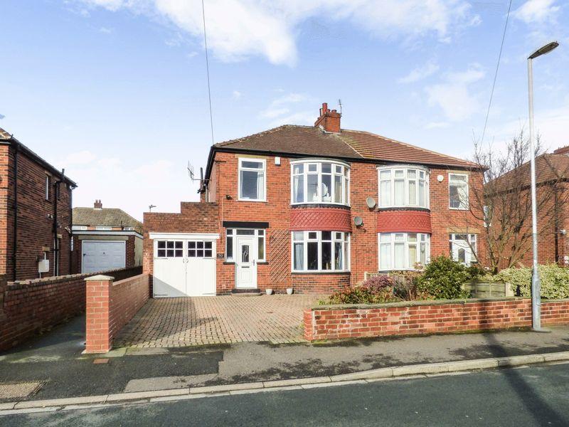 3 Bedrooms Property for sale in Grasmere Road, Dewsbury