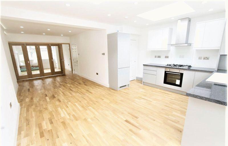 5 Bedrooms Property for sale in Woodmansterne Road, London
