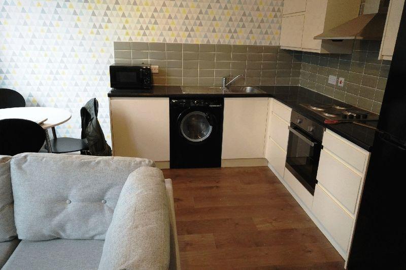 4 Bedrooms Property for sale in Granville Road, Leeds