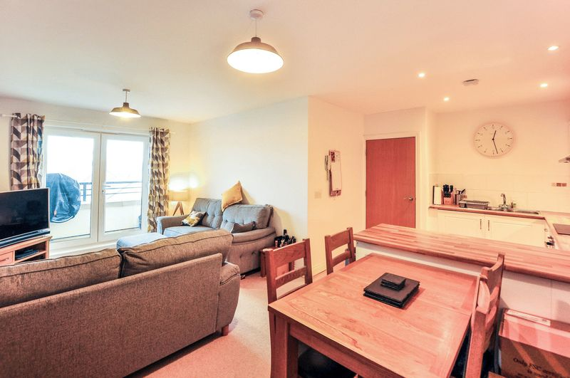 2 Bedrooms Property for sale in Ash Court, Leeds