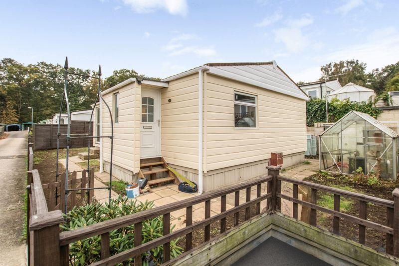 2 Bedrooms Property for sale in Warren Lane, Woking