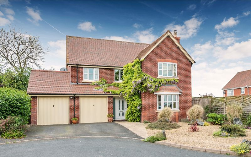 4 Bedrooms Property for sale in Ruthall Close, Bridgnorth