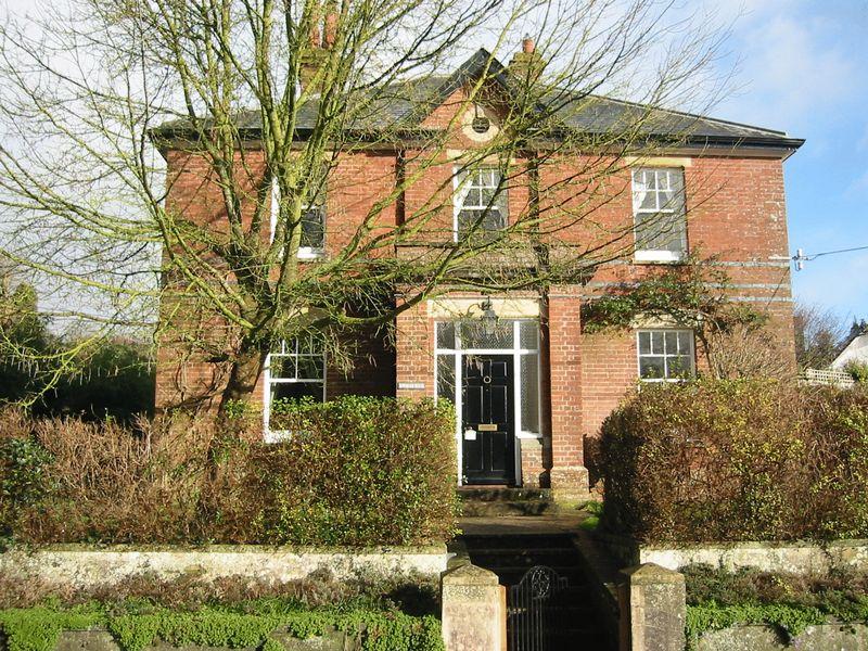 5 Bedrooms Property for sale in Anvil Road, Blandford Forum
