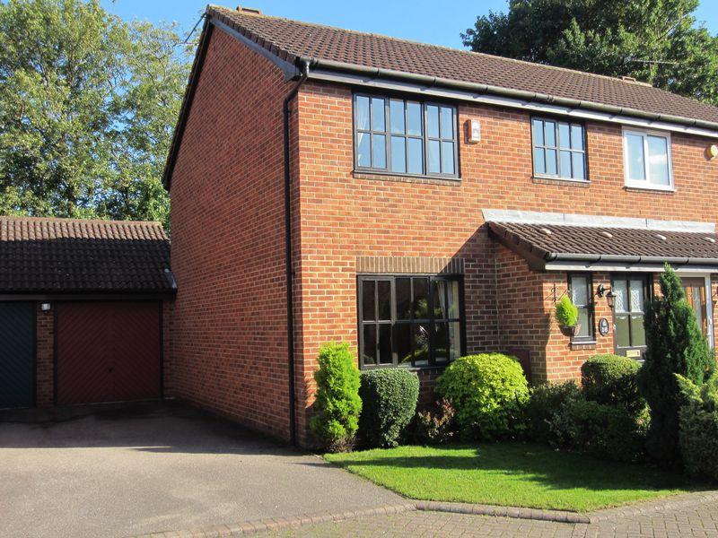 3 Bedrooms Property for sale in Blenheim Court, Bishops Stortford