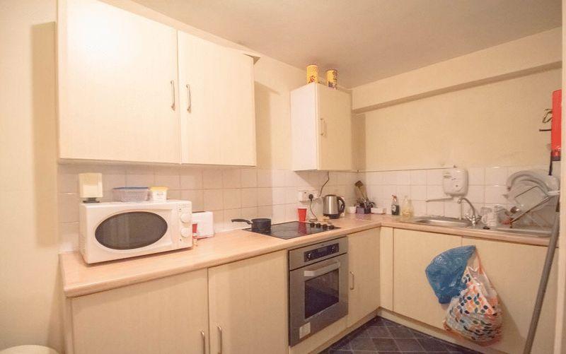 6 Bedrooms Property for sale in Grove Terrace, Bradford