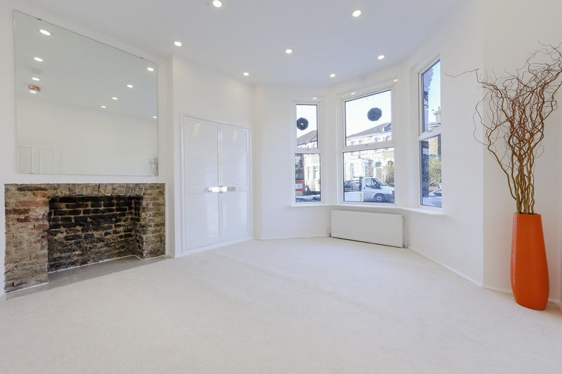 1 Bedroom Property for sale in Catford Hill, London