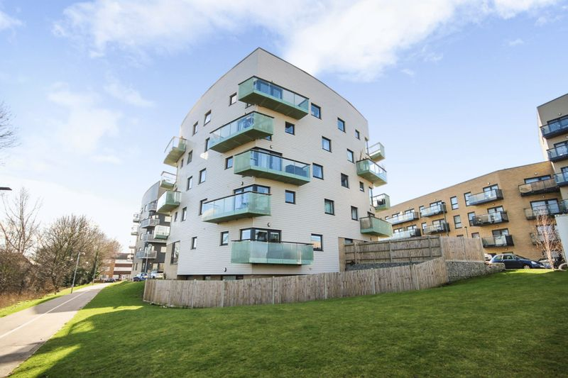 2 Bedrooms Property for sale in Otter Drive, Carshalton