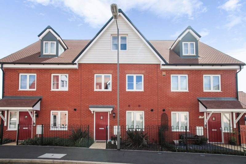3 Bedrooms Property for sale in Carrick Street, Aylesbury