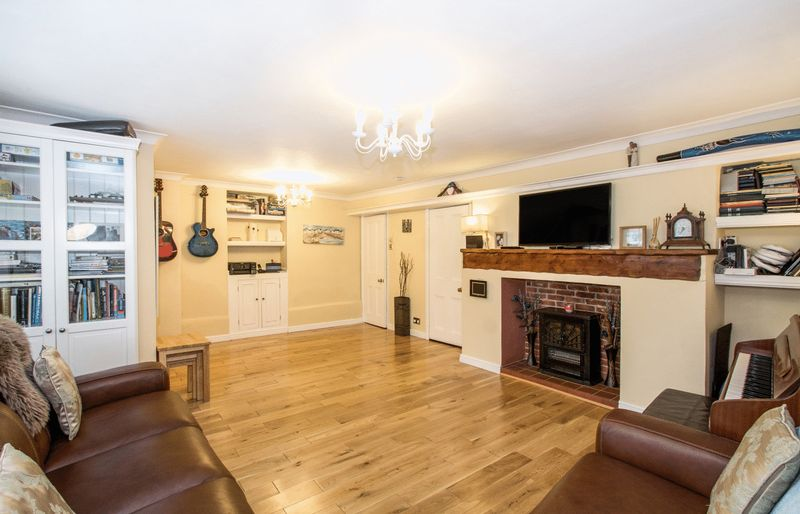 3 Bedrooms Property for sale in North Street, Charminster, Dorchester