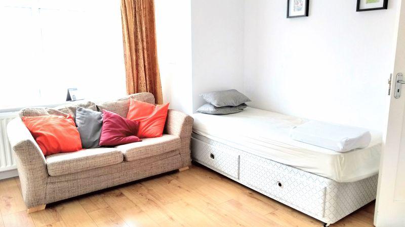 4 Bedrooms Property for sale in Glendale Gardens, Wembley
