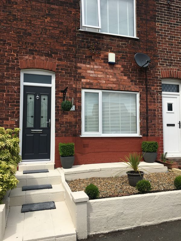 2 Bedrooms Property for sale in Vicars Hall Lane, Manchester