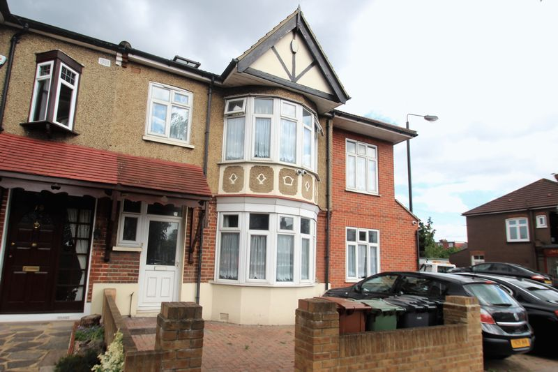 6 Bedrooms Property for sale in Rowden Park Gardens, London
