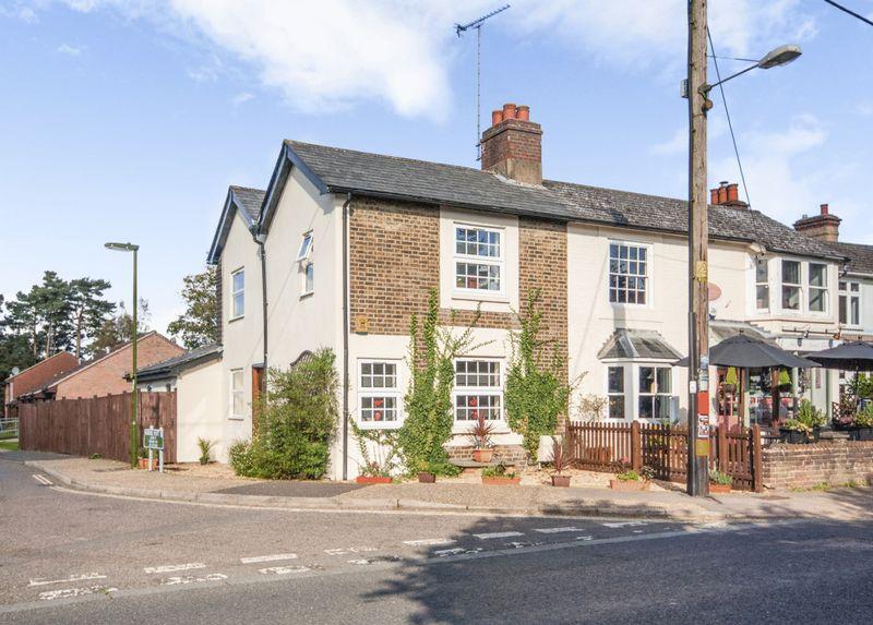 2 Bedrooms Property for sale in Windmill Platt, Handcross Village