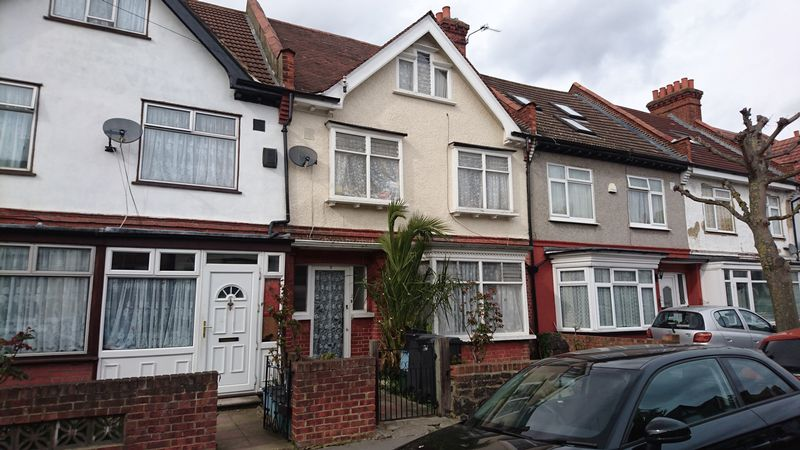 Lyndhurst Road, THORNTON HEATH