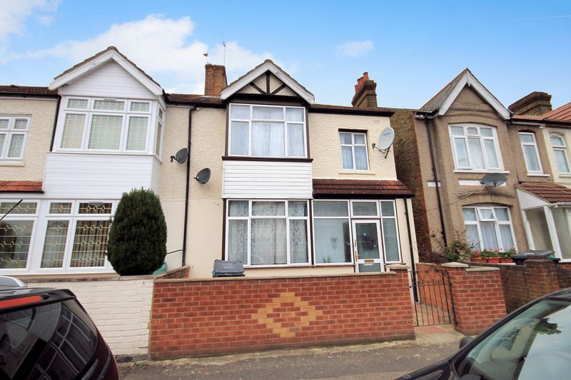 3 Bedrooms Property for sale in Townsend Road, Southall