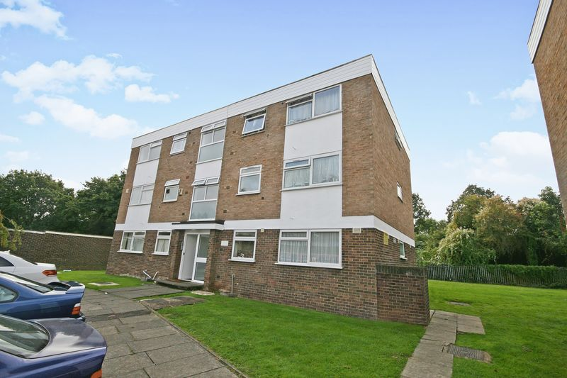 2 Bedrooms Property for sale in Rayners Close, Wembley