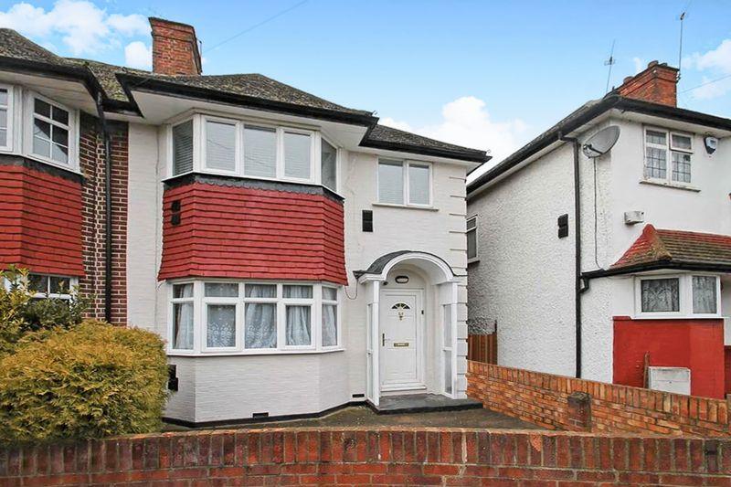 3 Bedrooms Property for sale in Monks Park Gardens, Wembley