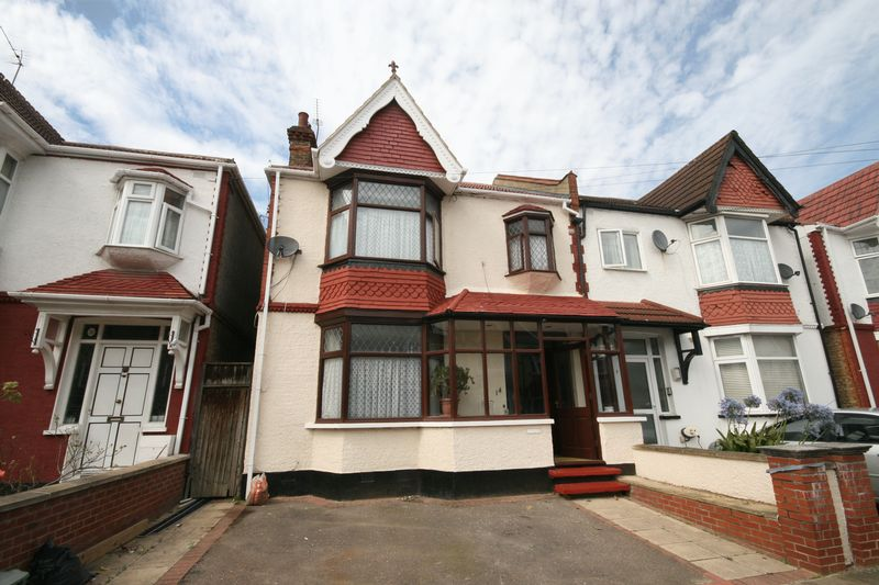 3 Bedrooms Property for sale in Chatsworth Avenue, Wembley