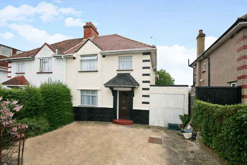 3 Bedrooms Property for sale in The Close, Wembley
