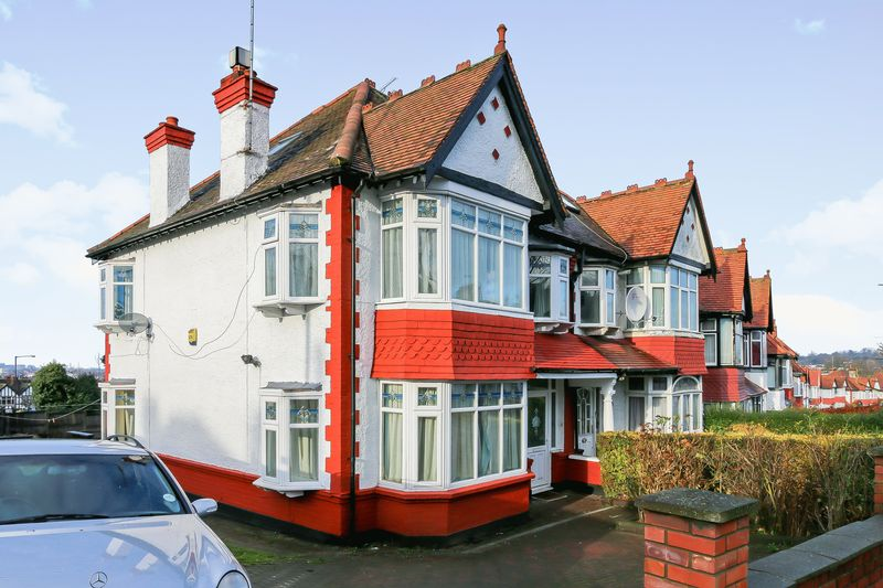 4 Bedrooms Property for sale in Park Chase, Wembley