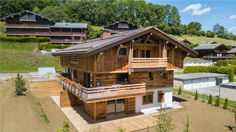 LARGE APARTMENT UNDER ROOFS Accommodation in Megeve