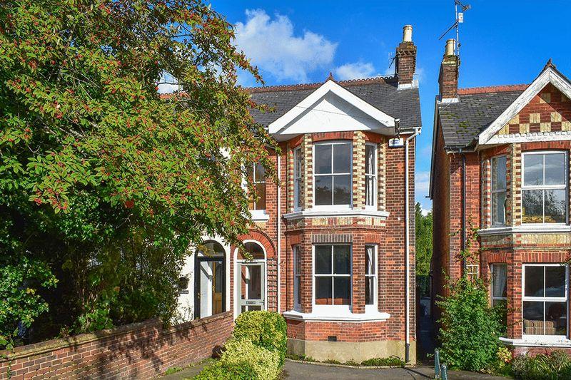 London Road, Sevenoaks property for sale by Mr & Mrs Clarke – Estate Agents