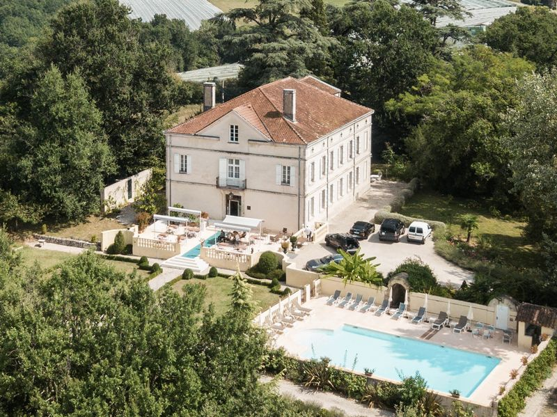 Beautiful Manor house style property with swimming pool and B and B potential