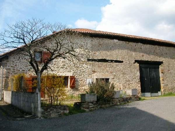 Good location : small farmhouse to finish renovating in the Perigord-Limousin area