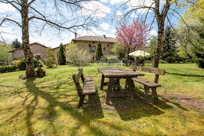 Charming 3 bed 17th Century Manor house with paddock