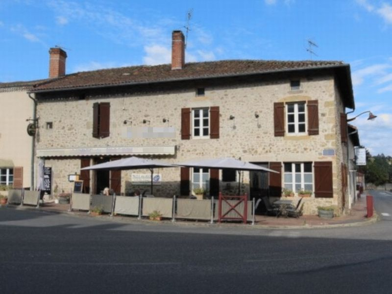Superb location of a busy restaurant and chambre d'hôte