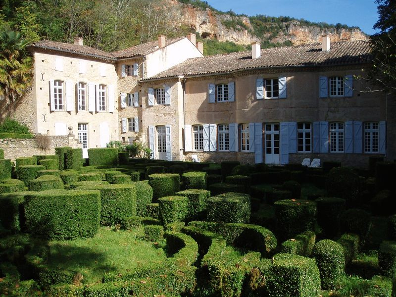 18th Century chateau with 11 bedrooms and 11 bathrooms