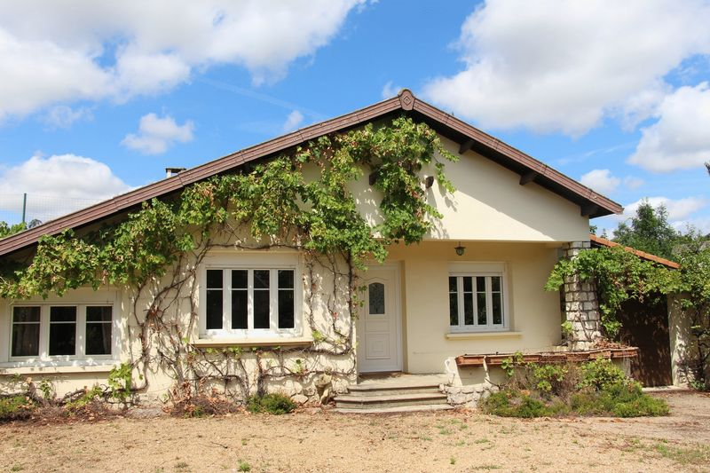 Single storey house in lively village, easy commute to Toulouse