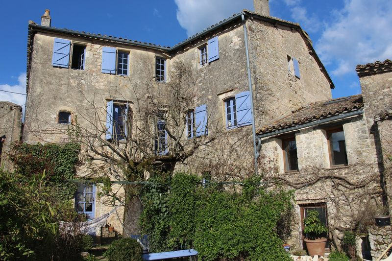 Large 17th century house in a hilltop village with income
