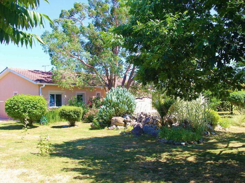 Modern 2 bed detached bungalow, large terrace, mature gardens