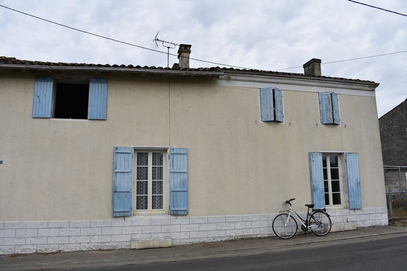 Perfect project just 20 minutes from Cognac - priced to sell!