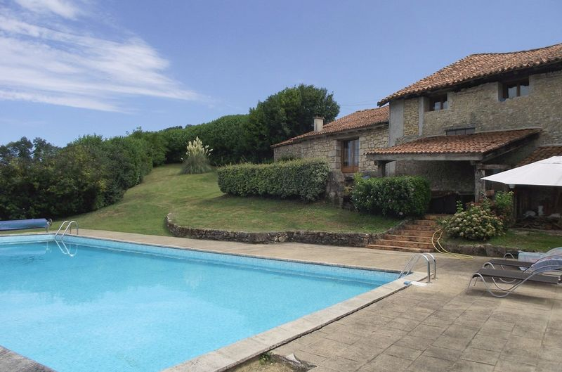 4 bed characterful farmhouse, equestrian facilities, 15 x 7.5 m pool