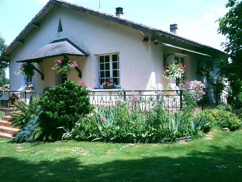 Detached country house, private setting and gite potential