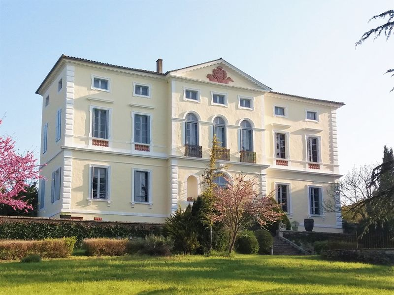Magnificent 16th century's chateau in 2,5 hectares of parkland