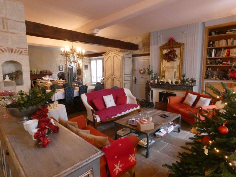 Beautiful XIIIth century mansion in the centre of a very touristic bastide.