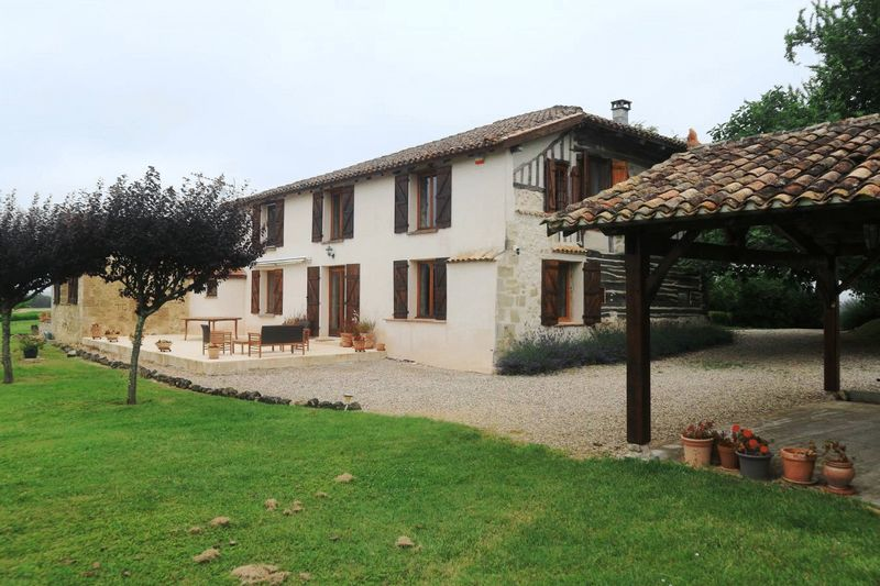 Stunning 16th century farmhouse with gite and swimming pool