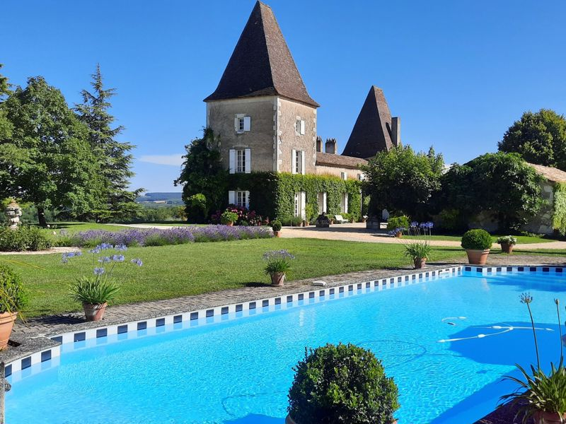 Located in bastide country,, between Dordogne and Lot-et-Garonne