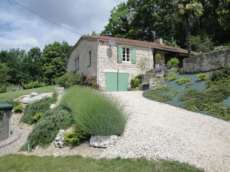 Stone farmhouse with great views across the valley