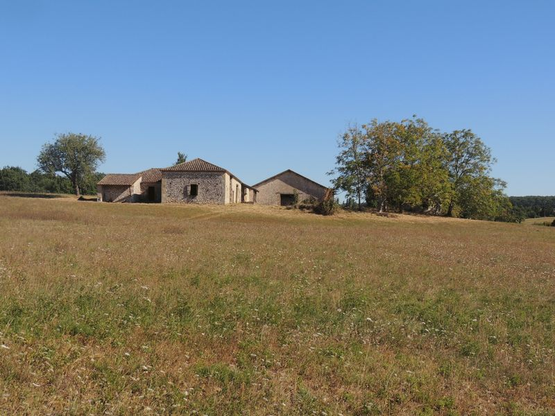 Stone farm to restore with 44ha of land in Lot et Garonne