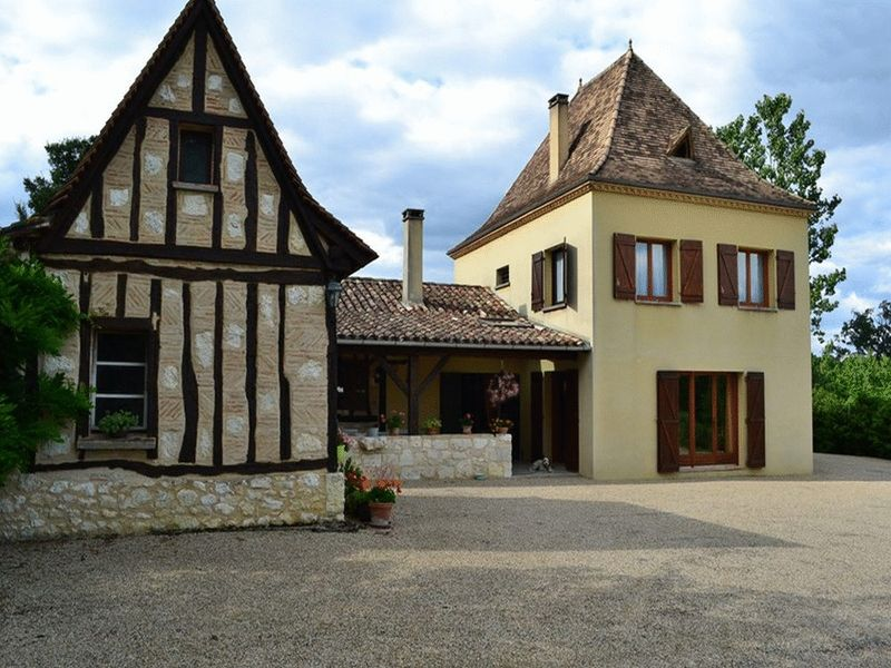 Large perigourdine property with outbuildings, swimming pool and views